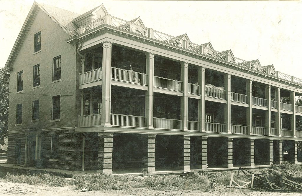 old photograph of university hospital from the 1900's